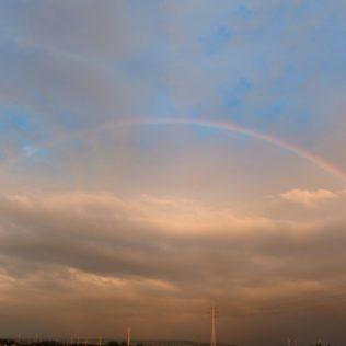 Late regenboog gisterenavond